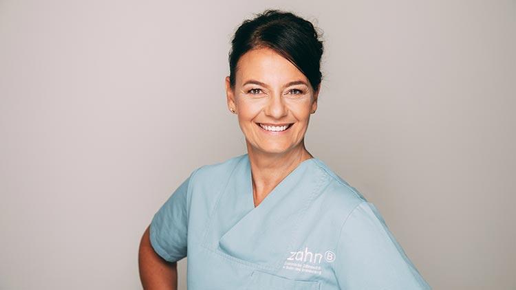 Diplom-Stomatologin Heidi Prutean in ihrer Praxis zahn-B in Strausberg