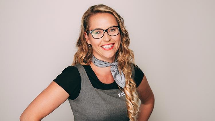 Juliane Förster ist Patientenberaterin, Zahnmedizinische Fachangestellte und Zahnmedizinische Verwaltungsangestellte bei zahn-B in Strausberg.